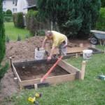 Fundament für Ofen und Grillfläche wird eingeschalt.