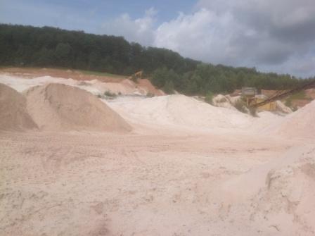 Unser Mauersand für den Gartengrillkamin liegt noch in der Sandkuhle